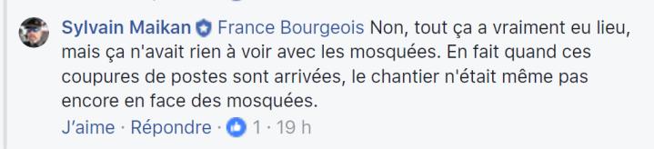 z5b Sylvain Maikan pas encore devant mosquée